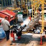 Vibráló karperecet kapnak a Ford dolgozói a vírusjárvány miatt