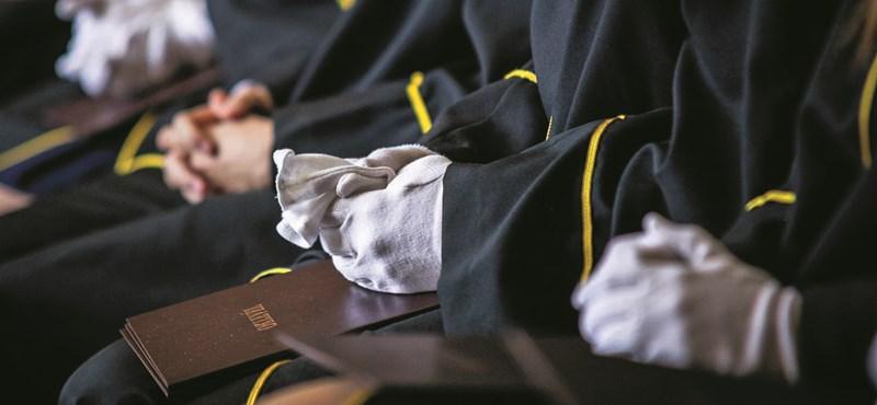 Új rektort kap két egyetem, a TF-en marad Mocsai Lajos