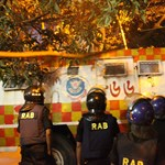Túszdráma Dakkában: bozótvágó késekkel ölték a külföldieket