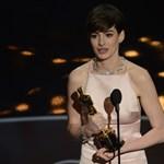A túlsúlyos kismamáknak üzeni Anne Hathaway: ne szégyelljék pluszkilóikat