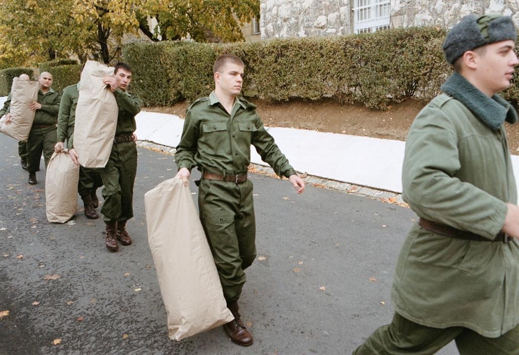 2001 - Sorozás sorkatonaság honvédelem magyar honvédség katonaság magyar katonák