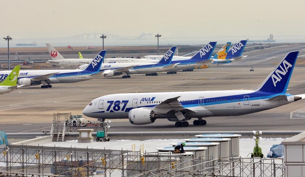 Boeing 787 dreamliner gépek a tokyoi reptérenv - All Nippon Airways' (ANA)