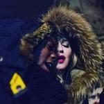 Videó: Madonna Párizsban adott meglepetéskoncertet