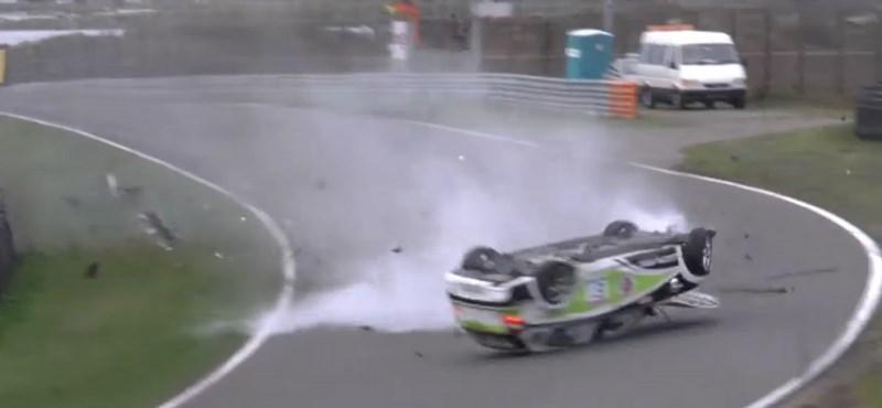 Így kell ripityára törni egy 1-es BMW-t - videó