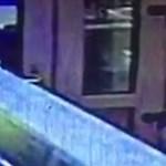 Pénztárcát lopott ez a nő egy pesti gyorsétteremben, keresik – fotó
