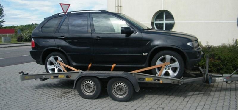 Fotó: Spanyol luxusjárművet próbáltak kicsempészni a határon