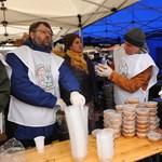 Nagyon jól szervezett az ételosztás a Blahán, 1600 adagot főztek