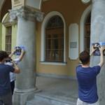 A kispesti vagyonkezelő spanyolországi villájával plakátolta ki a Momentum a városházát