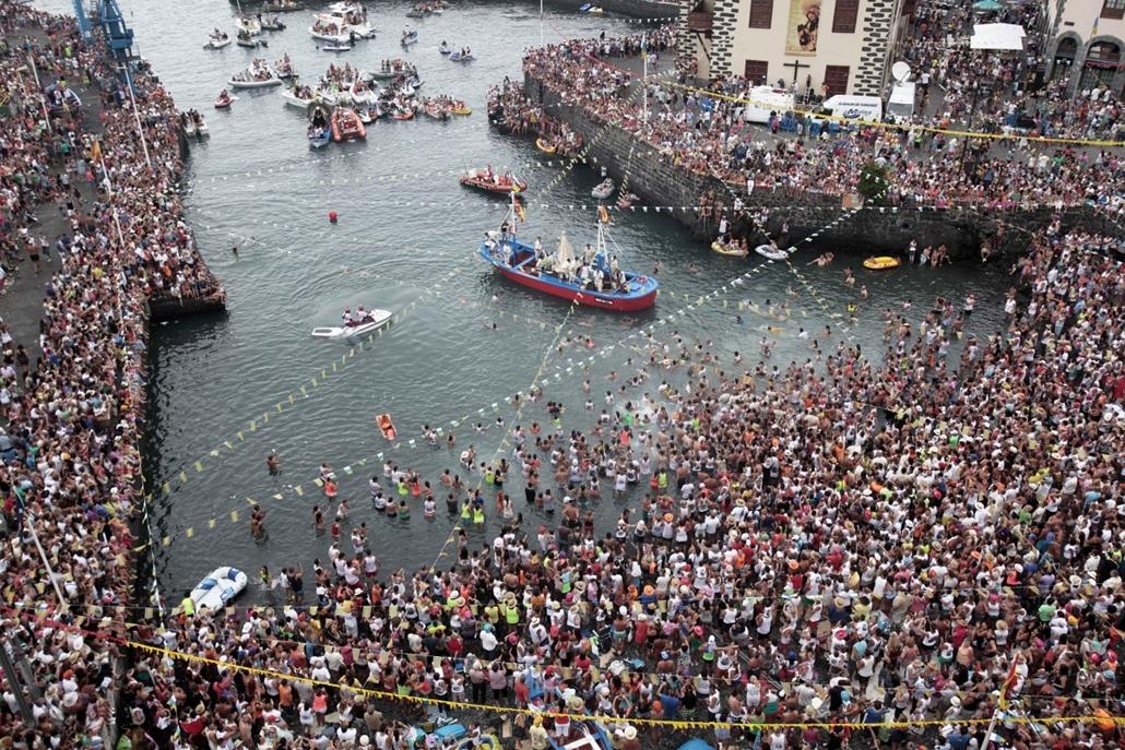 Tenerife, Kanári-szigetek: Virgen del Carmen, a halászok védőszentjének ünnepe - idén mindegy huszonötezer résztvevővel. - 7képei plusz