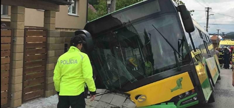 Húsznál is több sérült egy zsolnai buszbalesetben