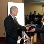Érdemérmet kapott a világbajnok Malév pilóta