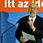 Körbemószerolás: nem is kérték, mégis a Fidesz jelöltje szónokolt a gyerekeknek