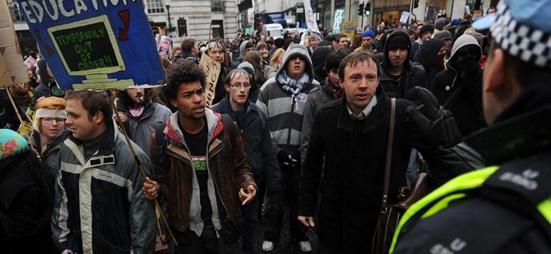 Káosz van Londonban: rendőrökkel csaptak össze a hallgatók
