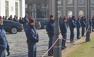 A rendőrök szakszervezete is támogatja a sztrájkot előkészítők követeléseit