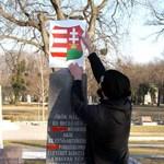 Meghekkelték a szovjet emlékművet Putyin vizitje után – fotók
