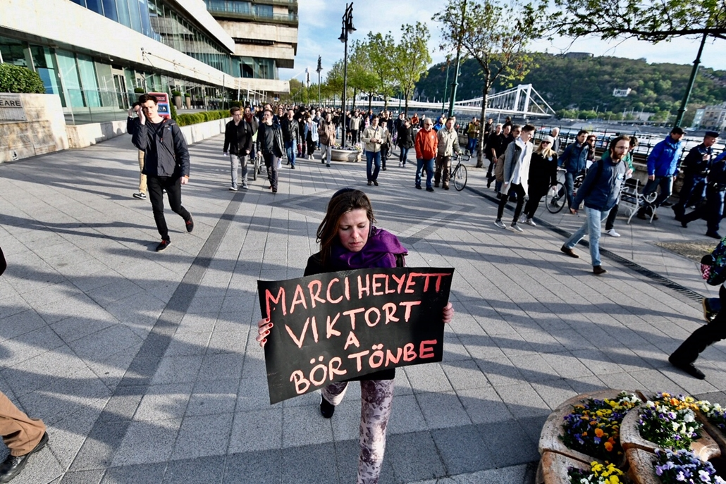 17.04.11. tüntetés Gulyás Márton mellett