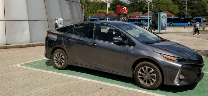 Tényleg 1 litert fogyaszt a legújabb Toyota? Kipróbáltuk
