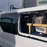 Megdobálták a kandós diákok kocsiját Calais-nál – fotók
