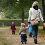 """A """"hanyatló"""" Nyugaton besegít az állam a négyszázezret kereső szülőknek"""