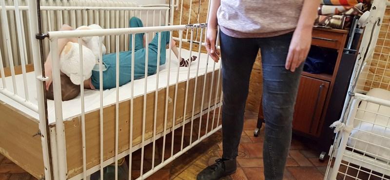 Kényszerzubbony, alultápláltság - lesújtó jelentés készült a fogyatékkal élőket gondozó gödi otthonról