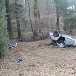 Két kislány is megsérült a Vas megyében felborult autóban
