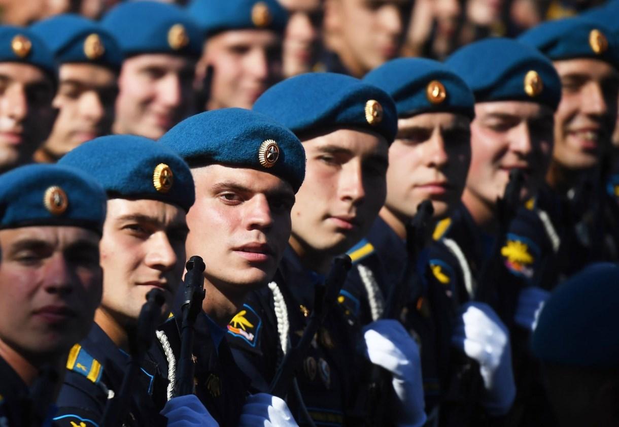 Oroszországban nemcsak a vírus menetel, hanem a katonák is – Nagyítás képgaléria
