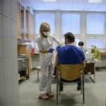 Egy felmérés szerint több magyar fogadná el a kínai vakcinát, mint az oroszt