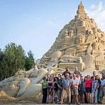 Elkészült a világ legnagyobb homokszobra – magyar alkotó is közreműködött (fotó)