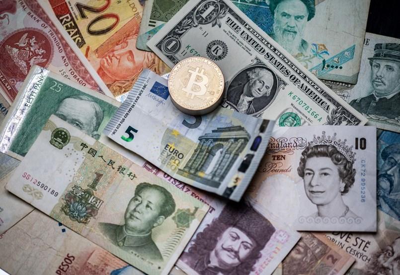 Tres húngaros dejaron caer el dinero a los pocos días.