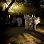 Keresztények, demokraták, Molotov-koktélok a hét képein - Nagyítás-fotógaléria