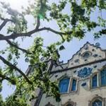 Kik tartják a földgömböt Budapest fölött?