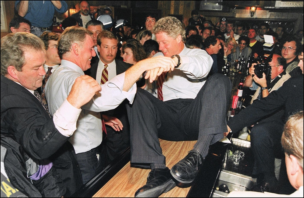 1992.09.26. - 1992 in Dorchester is helped over a bar at the Eire Pub by Boston Mayor Ray Flynn during a campaign stop. - Bill Clinton - CLNTNAGY