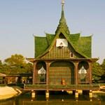 Hihetetlen: sörösüvegekből épült a templom (fotókkal)