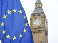 Egy Boris Johnsonnak öltözött klímaaktivista felmászott a felállványozott Big Benre