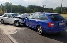Elaludt a sofőr a Skodában, frontális ütközés lett belőle
