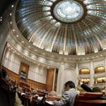 Kihirdették a törvényt, akár 3 év börtönt is büntethető az antiszemitizmus Romániában