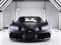 Vészjóslóan fekete a legújabb, 1600 lóerős Bugatti Chiron