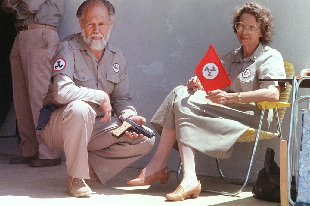 afp.1987. - Apartheid-párti dél-afrikai félkatonai szervezet tagjai egy johannesburgi találkozón 1987-ben - Apartheid nagyítás