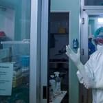 Egyetlen nap alatt 80 koronavírusos beteggel találkozott az ambulancián az önkéntes fogorvos