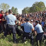 Új bejáratot keresnek a menekültek Európába