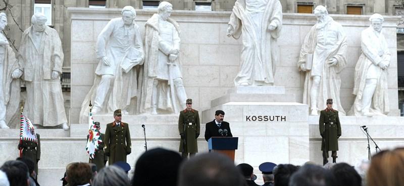 """A """"szobrászati katasztrófa"""" újra a helyén: felavatták a régi-új Kossuth-emlékművet"""