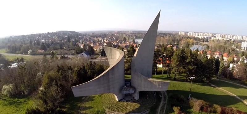 Magyar szocialista emlékmű került egy nemzetközi technóalbum borítójára