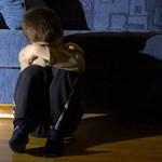 """""""Tilosba tévedésnek"""" hívja az ügyészség a gyerek elleni szexuális visszaélést – kiborultak a civilek"""