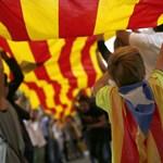 Hatalmas tüntetés Barcelonában a lecsukott katalán vezetőkért