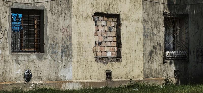 Húzzunk falat a gettó köré, az majd megoldja