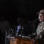Kijárási tilalom van Dél-Afrikában, úgyhogy zsúfolt buszokon indultak vidékre a tömegek