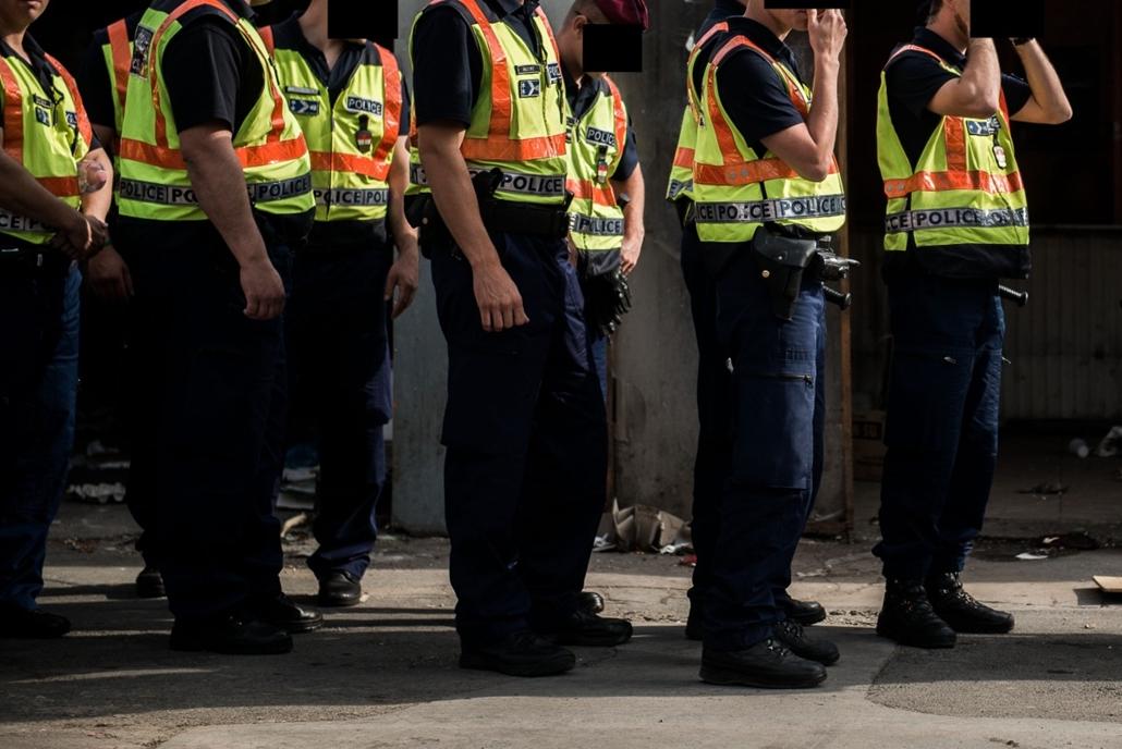 SA: 2014.06.16. A rendőrség segitsegevel a vegrehajto kiuritette a jozsefvarosi negy tigris kinai piac teruletet, hogy az a MAV hasznositsa