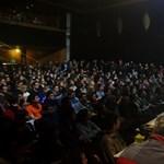 Diáksztrájk: az Oktatói Hálózat tagjai is az egyetemisták mellé álltak
