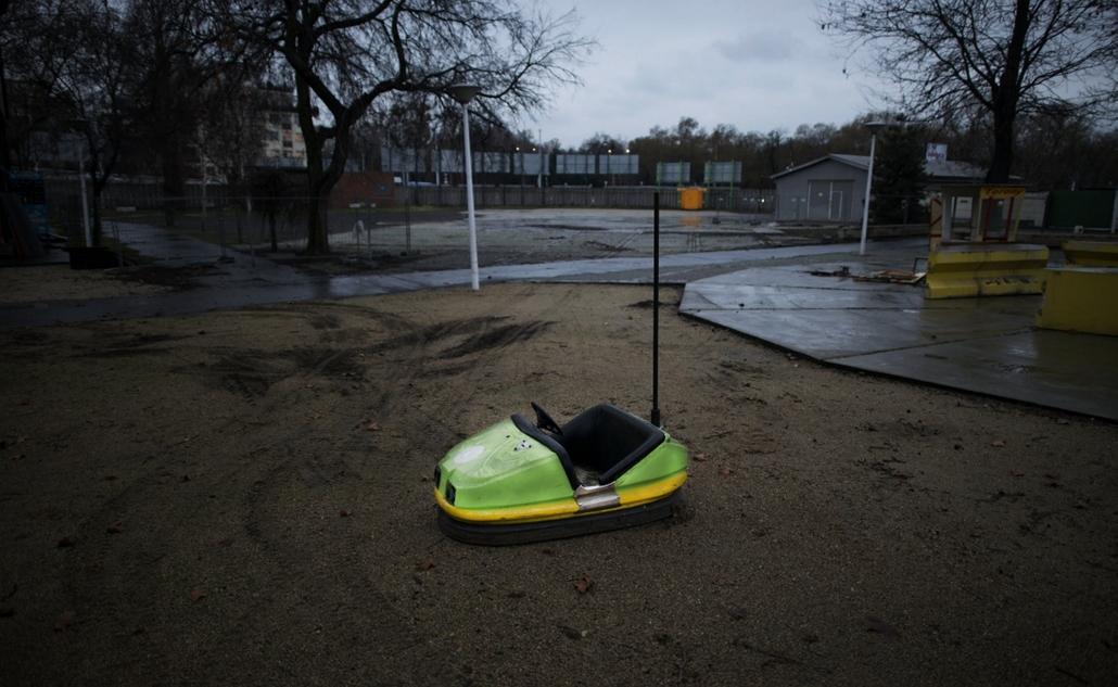 faz. A bezárt Vidámpark 2014.01.28., játékok, nagyítás