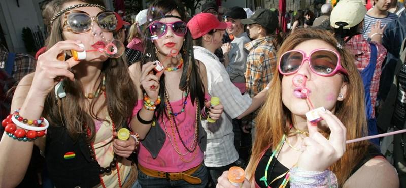Letiltotta a ballagó diákokat az alkoholról az ifjúsági államtitkár